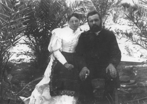 Carl and Frieda Strehlow in their garden